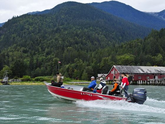 Tweedsmuir Park Lodge boating activities
