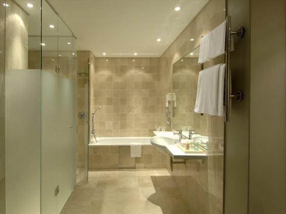 Vineyard Hotel bathroom