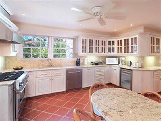 The kitchen of Villa Vistamar
