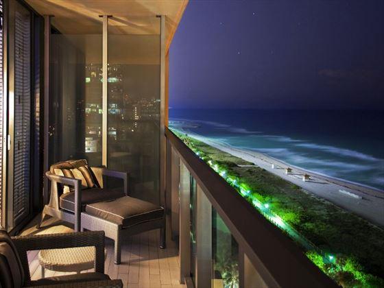 Cool Corner Ocean Balcony