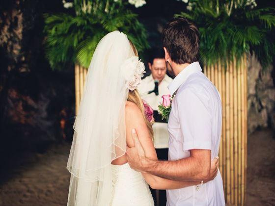 Exchanging vows at Rayavadee Krabi