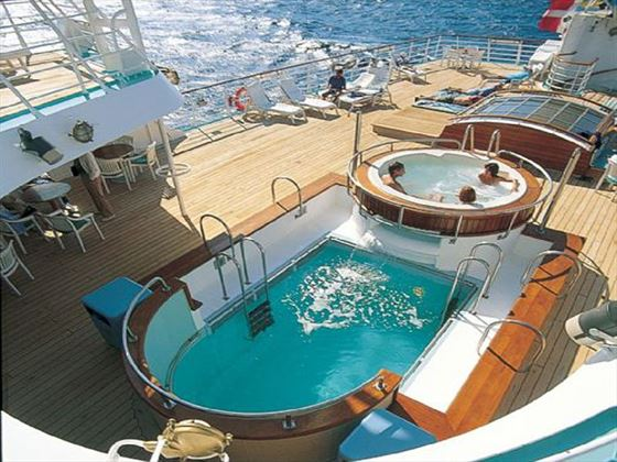 Hot tub and pool on the Wind Spirit