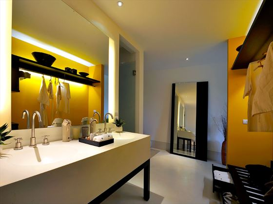YaiYa Boutique Resort Deluxe Sea Terrace bathroom