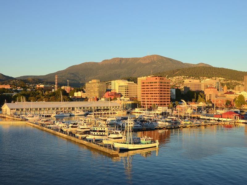 hobart and sullivans habour at dawn