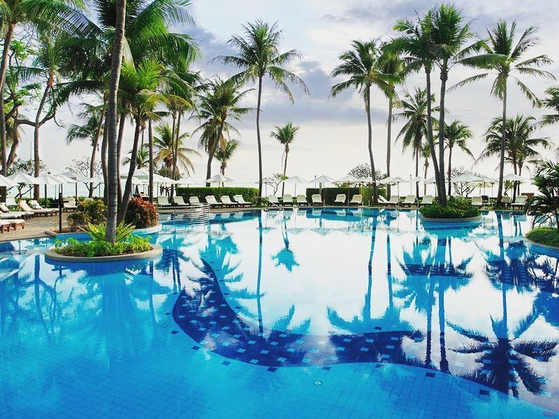 pool at centara grand beach resort hua hin