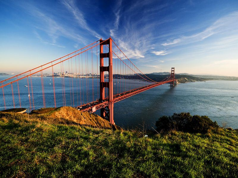 san franciscos stunning golden gate bridge