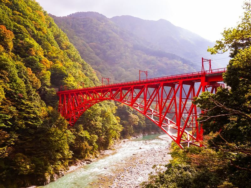shin yamabiko red bridge kurobe gorge