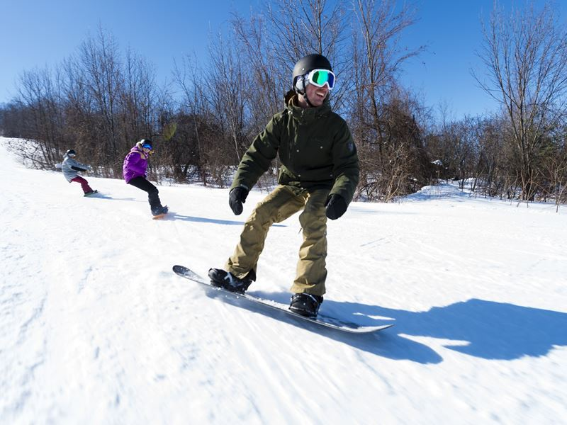 snowboarding on the blue mountains