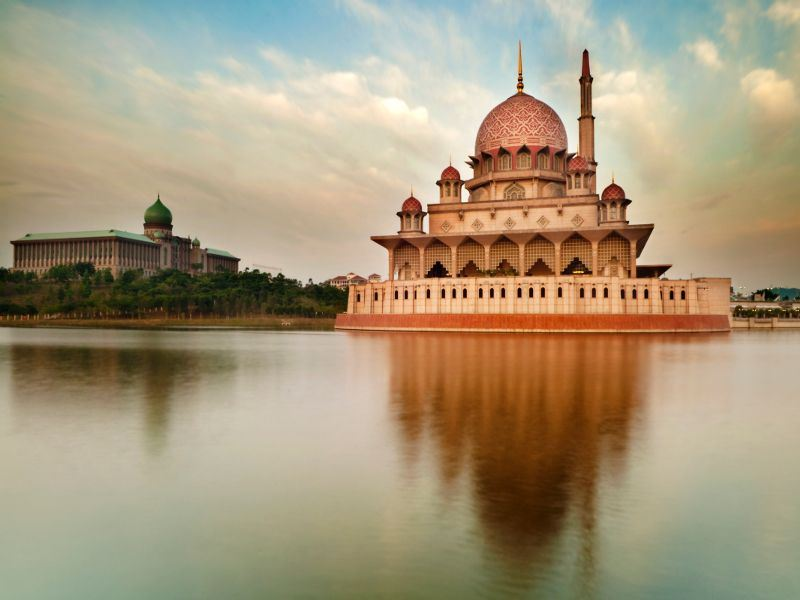 the putra mosque kuala lumpur